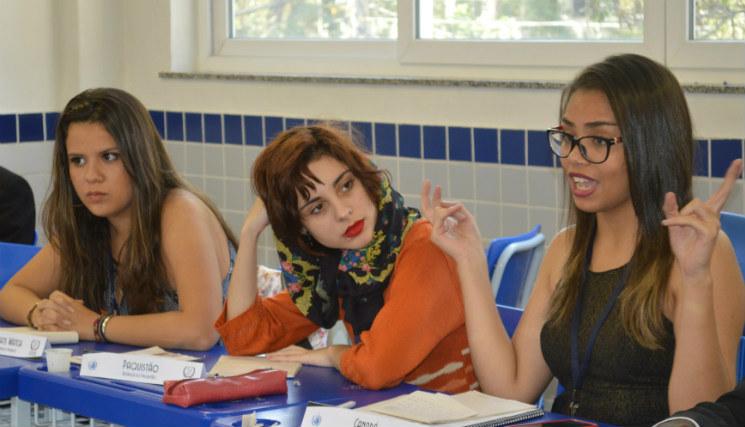 Estudantes criam modelo diplomático para escolas públicas