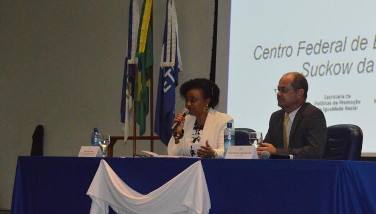 Ministra Nilma Lino Gomes realiza aula magna