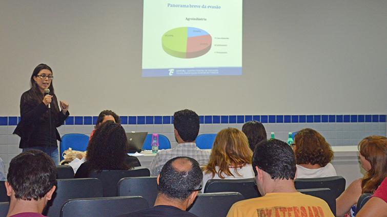 Cefet/RJ elabora plano para permanência e êxito de estudantes